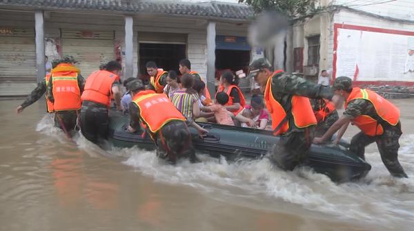 百人断水断粮被困家中 消防紧急营救
