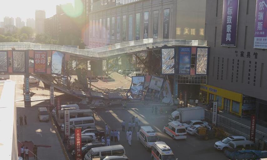 北京一建材城連廊坍塌已造成4人受傷