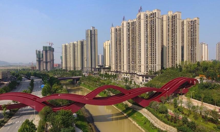 """长沙梅溪湖""""中国结""""步行桥全面建成"""