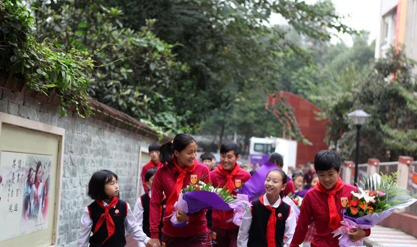 中国女足走进重庆校园