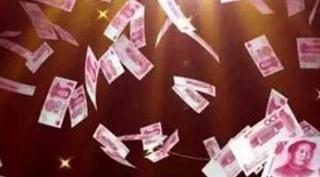 保安许军辉捡32万现金主动上交成网红:月工资仅1600元