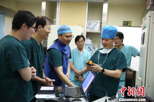 中國醫學專家研發國產遠程數控血管介入機器人獲得重要進展