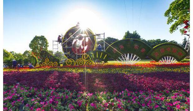 随州市迎宾大道路口布置寻根节主题花卉景观
