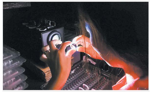 华亿光学科技公司生产的光学镜片销往国内外知名企业
