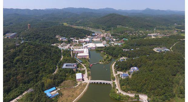 山清水秀温泉村