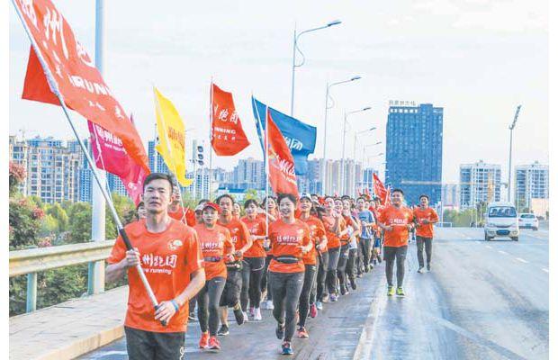 随州跑团国庆节组织环白云湖长跑