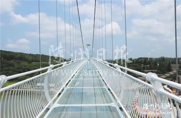 玻璃栈桥丰富旅游产品