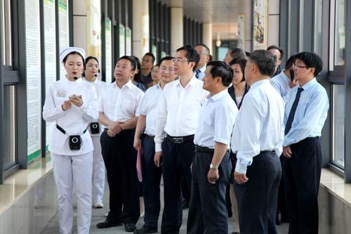 全市十进十建工作现场观摩团走进中心医院