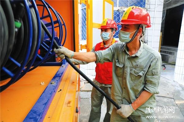 党员服务队保障考点电力设备安全稳定运行